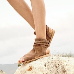 Vince Thalia Slouchy Suede Flat Sandals Sand 8